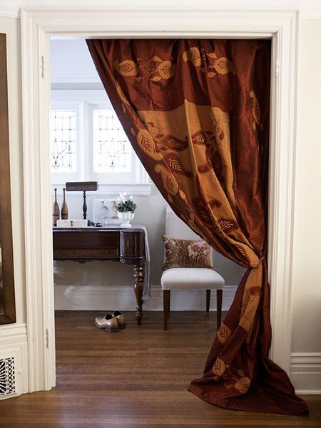 sm draped doorway