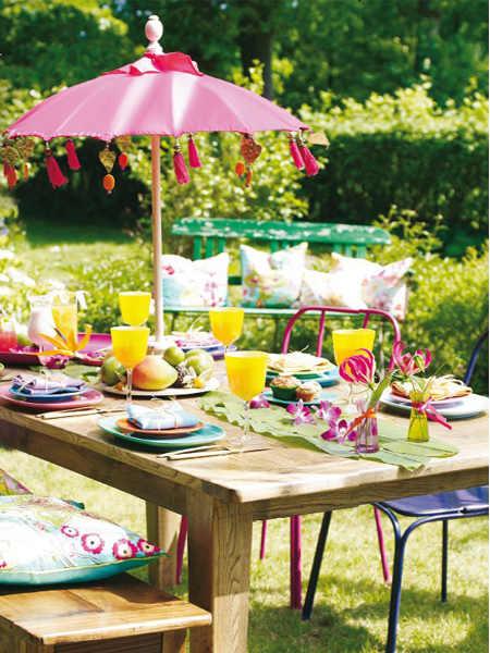 summer-garden-party-idea-decorating-bali-parasol-bright-colors