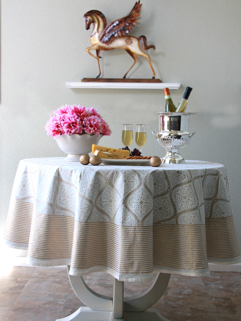 white and gold wedding table linens