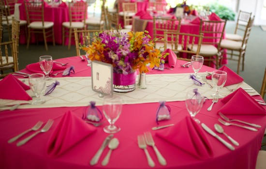 white_gold_wedding_table_runner_round_table
