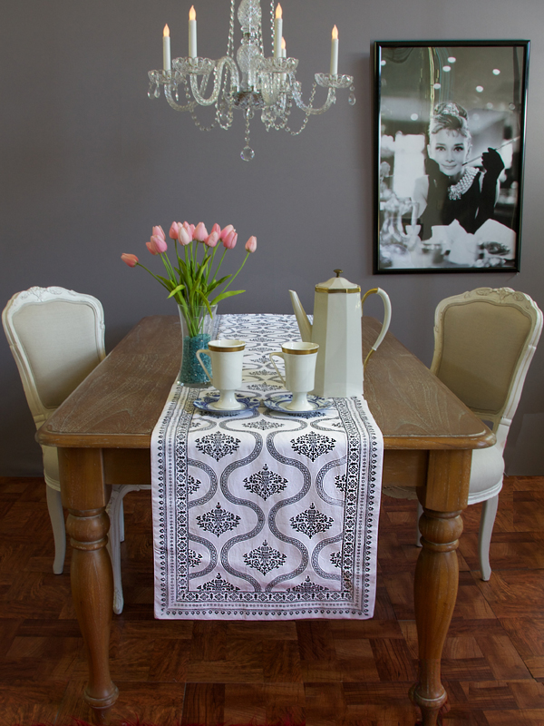 fil_black_and_white_vintage_hollywood_glamour_table_runner