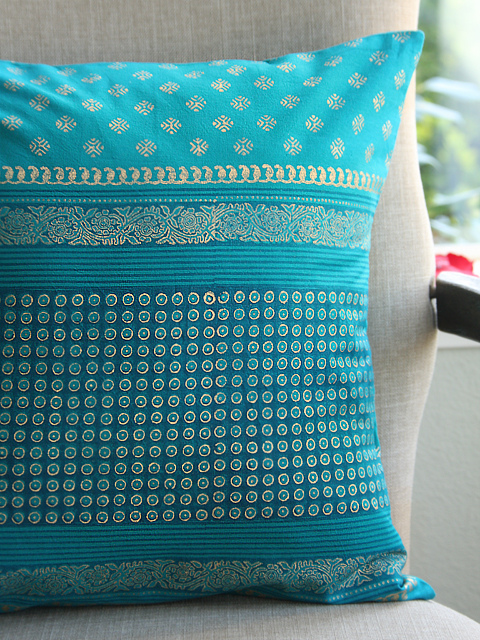 jp_doi_turquoise_blue_and gold_colored_cushion_cp_detail