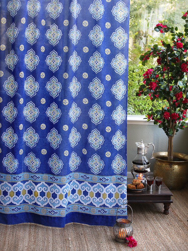 moroccan_style_inspired_blue_white_quatrefoil_curtain