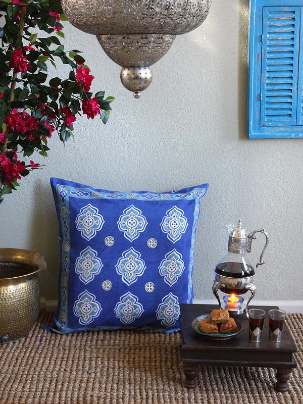cb_moroccan_theme_style_quatrefoil_blue_white_euro_sham