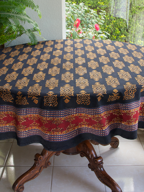 kn_black_gold_round_tablecloth_main