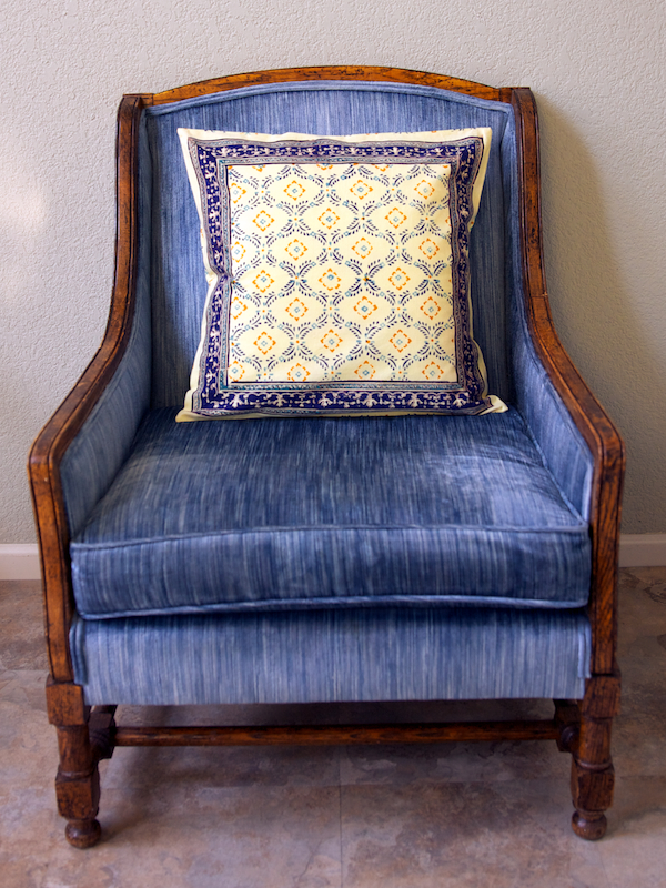md_c_french_ogee_blue_yellow_throw_cover_main