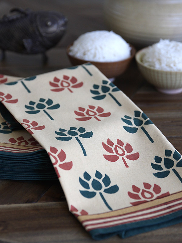 pt_floral_lotus_green_dinner_napkin_detail