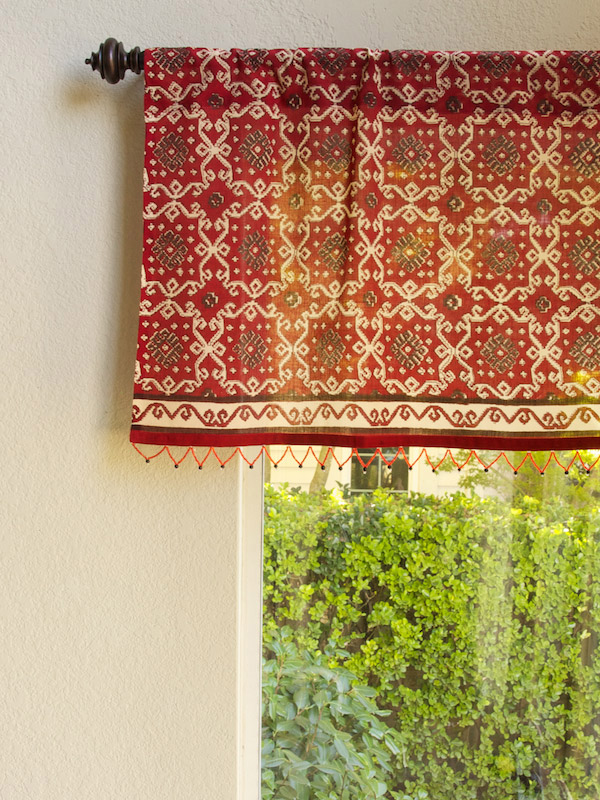 rk_red_rustic_kilim_beaded_valance_main