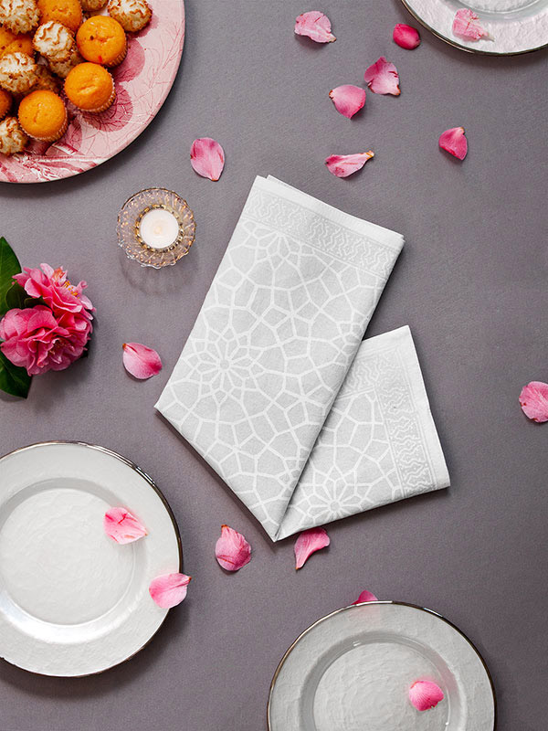 rm_white_medallion_lattice_moroccan_dinner_napkin_main1