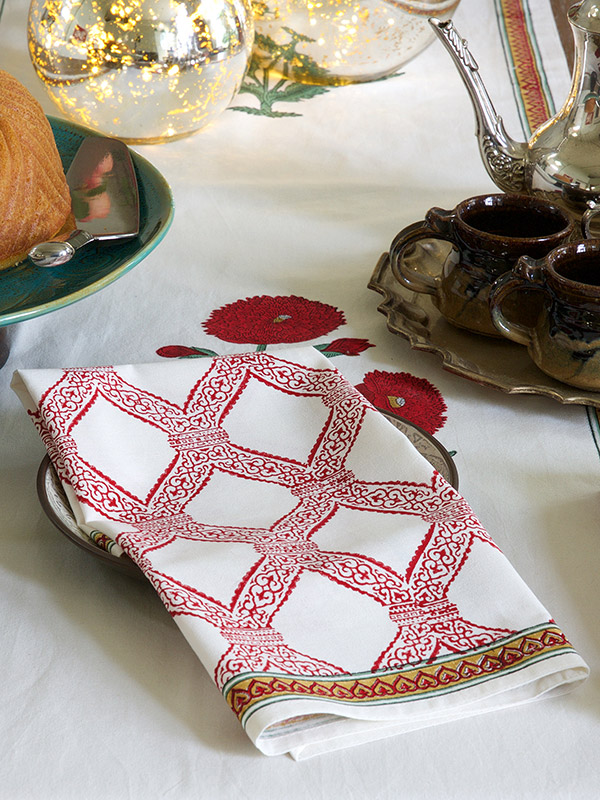 mp_red_green_floral_white_dinner_napkins_detail