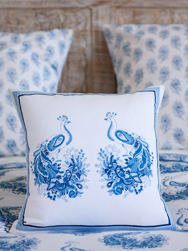 pta_blue_white_peacock_toile_cushion_cover_detail