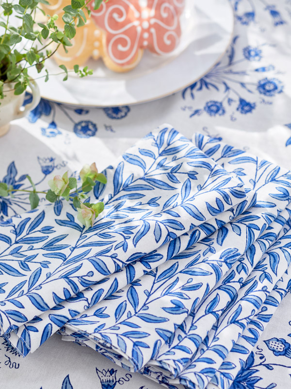 white and blue floral pattern tablecloth with blue vine print cloth napkins