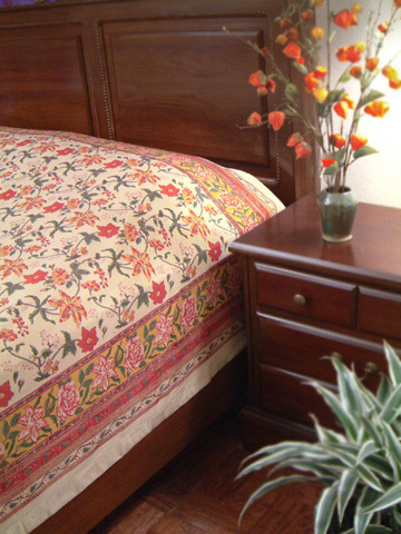 tropical-garden-red-floral-bedspread