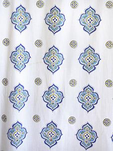 c_moroccan_theme_white_blue_quatrefoil_vertical_swatch
