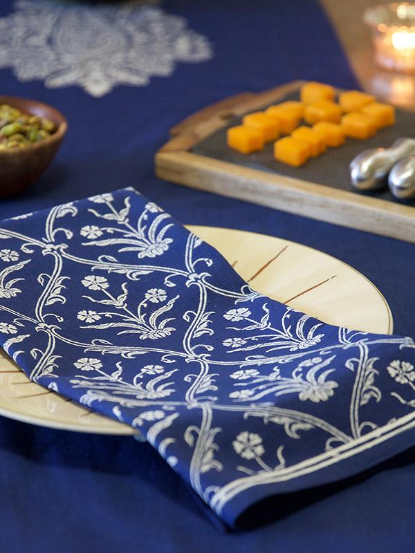 mi_white_paisley_indigo_blue_dinner_napkins_detail