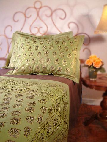 green bedroom bedding