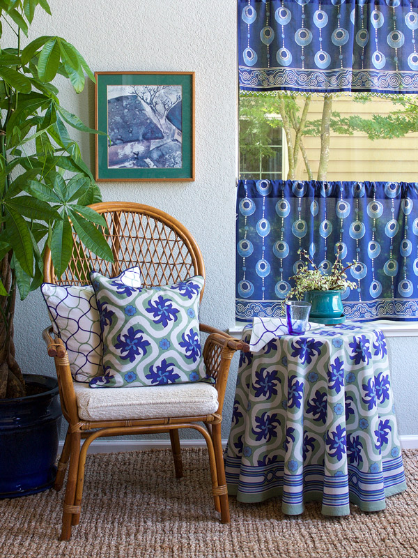 Blue cafe curtains and a blue valance pair up as beautiful kitchen curtains.