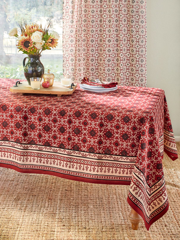 Rustic Red Holiday Decorative Table Cloths