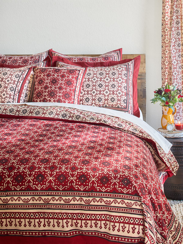 Red bedspreads with red and black throw pillows can pair with a red, beige, or black bed skirt.