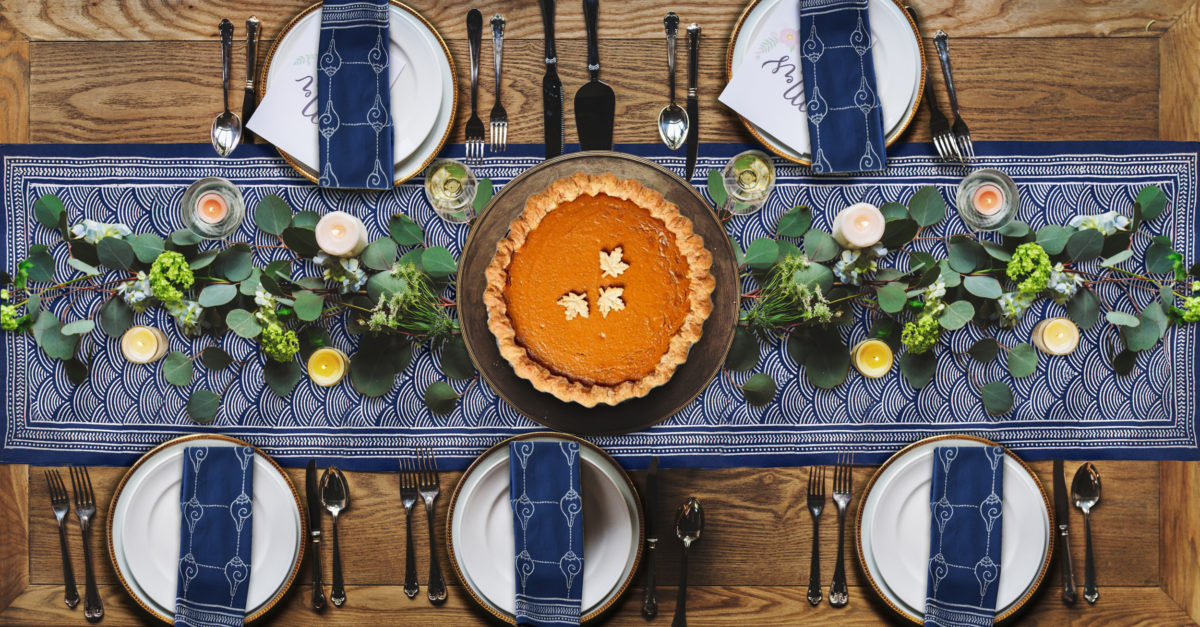 blue table runners can be Thanksgiving table runners!