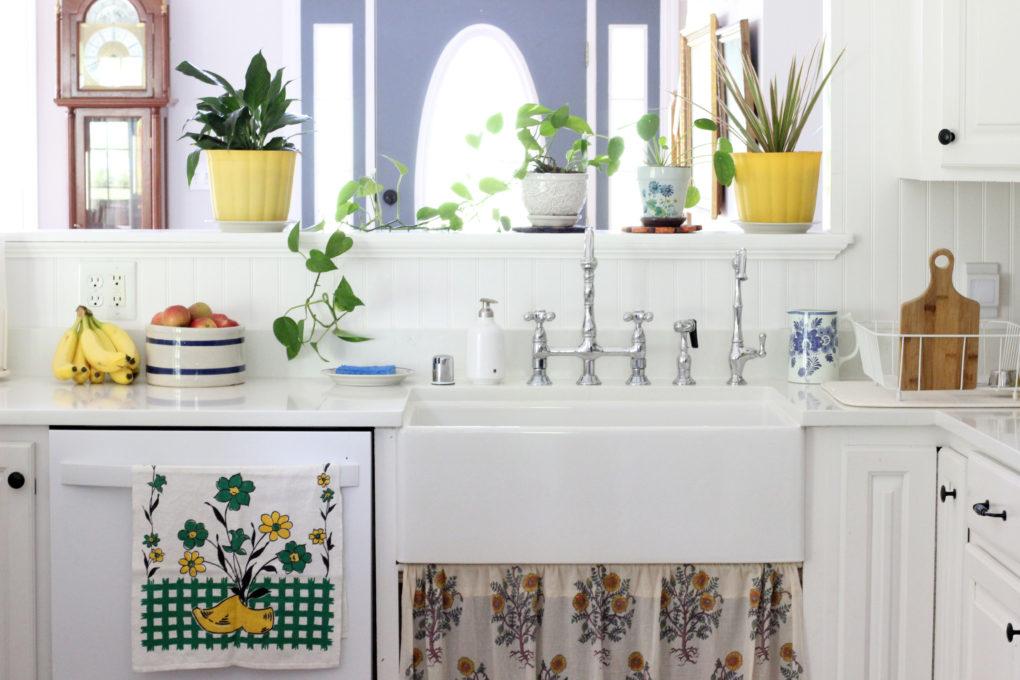 vintage cottage style kitchen by Delightfully Dutch Vintage